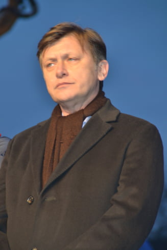 Antonescu, atac la Basescu: Romanii nu pot fi reprezentati in acest mod marlanesc