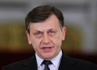 Antonescu, despre revenirea lui Tariceanu: Un fugar decazut, o sluga a PSD, nu ne face noua congres