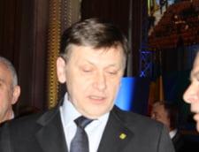 Antonescu, la o cafea cu sefii Realitatea TV - Ioan Niculae a fost si el acolo, dar nu s-au vazut