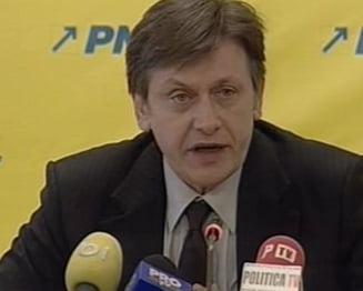 Antonescu afirma ca e sustinut la presedintia PNL de 27 de filiale