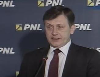 Antonescu cere demisia lui Basescu, daca nu gaseste solutii pentru economie