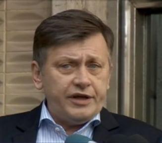 Antonescu ironizeaza insultele lui Palada: Nu comentez, cine stie ce 3% apare in sondaje...