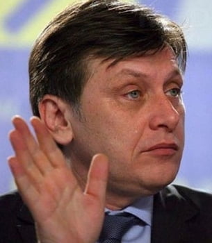 "Antonescu spune pas pe ""inalta tradare"" a lui Basescu si arata cu degetul chiar inspre Voiculescu"