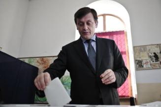 """Antonescu vrea """"vot fiscal"""" pentru diaspora, romanii de afara il pun la punct"""