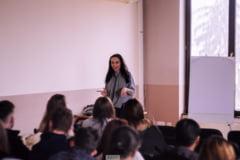 """Antonia Pup, fosta eleva cu 10 la Bac, despre apelul ministrului Anisie la depolitizarea Educatiei: """"Este cat se poate de cliseic. Anuleaza implicarea cetateanului"""""""
