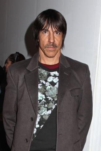 Anunt oficial despre starea solistului Red Hot Chili Peppers - de ce sufera artistul