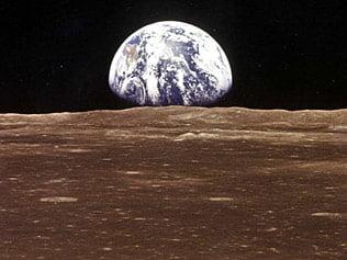 Apa de pe Luna ar putea avea sursa solara
