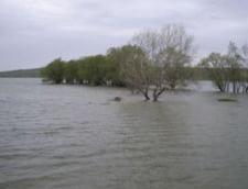 Apa din barajul Costesti-Stanca evacuata la debitul maxim admis