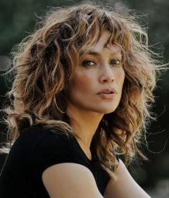 Aparitie spectaculoasa la 51 de ani. Jennifer Lopez afiseaza un abdomen de invidiat