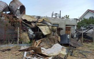 Apel pentru sustinerea familiilor din Capatanesti care au pierdut casele intr-un incendiu VIDEO