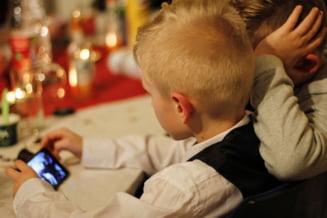 Aplicații folosite de copii: pe YouTube au petrecut cel mai mult timp vara aceasta. Jocul care a reușit să bată Roblox