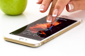 Apple repara o problema grava de securitate, exploatata de hackeri