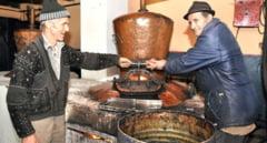 Aproape 500 de salajeni au... cazanul lor. Traditia producerii palincii in Salaj, ingradita de legislatie