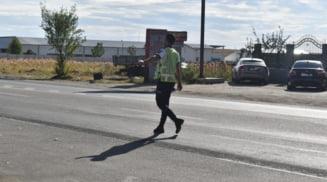 Aproape 900 de amenzi aplicate de politistii rutieri, in weekend. 59 de conducatori auto au ramas fara permis