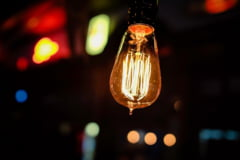 Aproape jumătate dintre clienții casnici nu au încheiat contracte pe piața concurențială la gaze și energie electrică, în timp ce prețurile facturilor au explodat