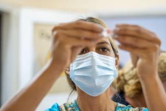 Aproape un milion de doze de vaccin Pfizer ajung luni si marti in Romania