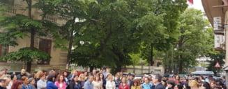 Aproximativ 22.000 de angajati ai Finantelor au declansat un protest spontan. Sunt nemultumiti de Legea salarizarii