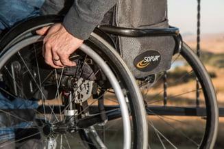 """Aradean fara un picior, pus pe drumuri anual pentru obtinerea certificatului de handicap: """"Imi creste piciorul la loc in 12 luni?"""""""