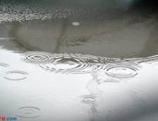 Aradul inundat: Jumatate de metru de apa pe strazi (Video)