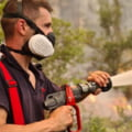 Arestări în criza incendiilor din Grecia, în timp ce Guvernul promite ajutoare pentru fiecare familie rămasă fără casă