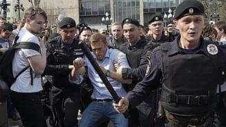 Arestari si perchezitii in Rusia inaintea manifestatiilor pentru sustinerea lui Navalnii
