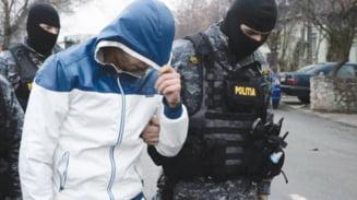 Arestati ca vindeau droguri liceenilor