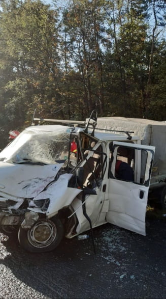 Arges: Accident intre o duba si un autocar pe DN7. Opt oameni au fost raniti