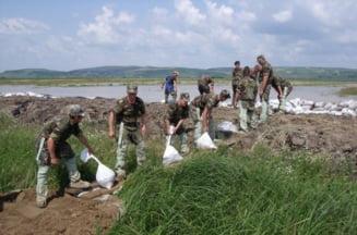 Armata a intervenit intr-o comuna din Valcea afectata de inundatii