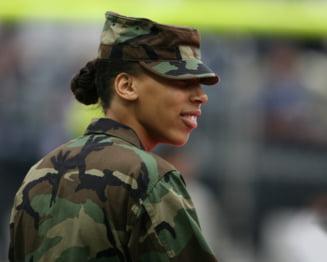 Armata americana revizuieste normele privind aspectul fizic. Ce vor avea voie femeile sa faca