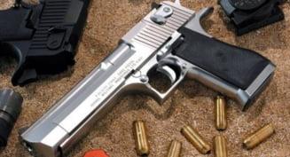 Arme ilegale, aduse din Turcia - zeci de perchezitii in Bucuresti si sapte judete