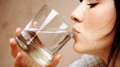 Arta de a bea cu placere mimimum doi litri de apa pe zi