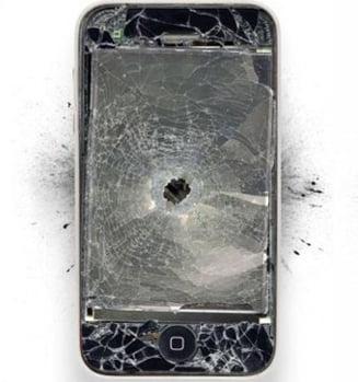 Arta de a distruge gadget-urile scumpe (Galerie foto)