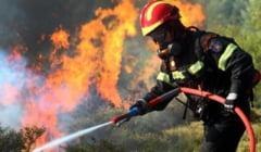 """Articol elogios despre pompierii români în presa din Grecia: """"Sunt de pe altă planetă"""""""