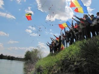 Artistii ii cheama pe ieseni la Podul de Flori de la Ungheni! - FOTO