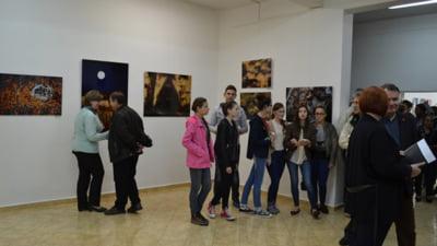 Artistul fotograf Adrian Chira si-a prezentat lucrarile in fata negrestenilor