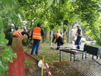 """Asfaltare """"puturoasa"""" la Pascani, Dejectiile de la Spitalul Municipal inunda curtea unui service auto dupa terminarea lucrarilor"""