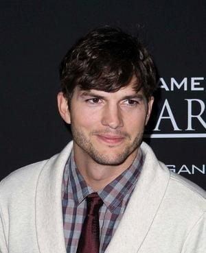 Ashton Kutcher da din casa: fotografie intima cu iubita lui (Foto)