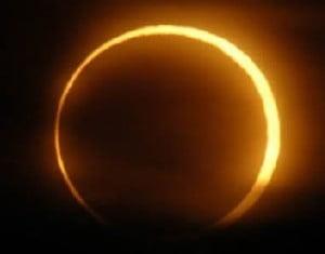Asiaticii sunt convinsi ca eclipsa de miercuri va aduce razboaie si dezastre