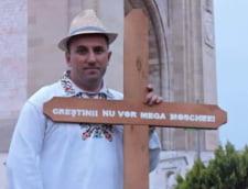 Aspirant exotic la Primaria Capitalei: Fostul luptator din Legiunea Straina care a plimbat purcei vopsiti in tricolor pe strazile din Bucuresti