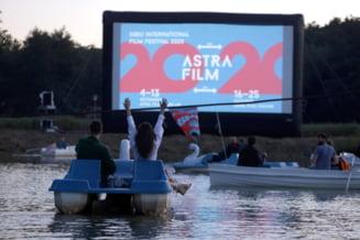 Astra Film Festival din Sibiu 2020. Vizionare de filme din barci pe muzica celor din Fanfara Zece Prajini