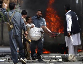 Atac Afganistan: Trei morti si 102 raniti, printre care numerosi militari NATO