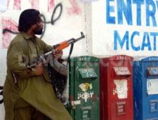 Atac armat la o scoala militara din Pakistan: 500 de studenti si profesori, luati ostatici