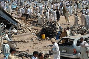 Atentat cu masina capcana in Pakistan: Cel putin 30 de morti si 15 raniti