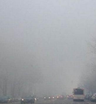 Atentie, soferi! Ceata densa pe A2, A4 si drumurile din 9 judete