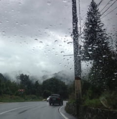 Atentie, soferi! Se circula greu pe Autostrada Soarelui din cauza ploii torentiale
