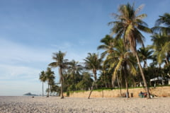 Atentie, turisti! Thailanda a interzis fumatul pe plaja. Riscati amenzi uriase sau chiar inchisoare