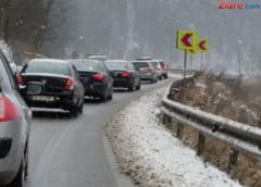Atentie daca plecati la drum! Se circula in conditii de iarna pe mai multe sosele - UPDATE
