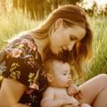 Atentie la alaptare! Bebelusii afla daca e zi sau noapte din laptele matern