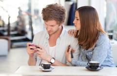 Atentie unde tii mobilul! Ti-ar putea afecta potenta