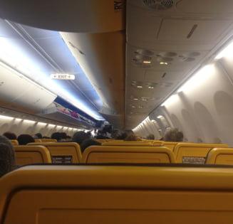 Aterizare de urgenta la Sibiu, dupa ce un avion a lovit o pasare